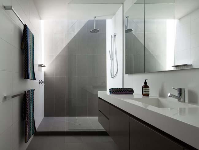 Mẫu phòng tắm màu trắng đẹp thiết bị vệ sinh thông minh hiện đại