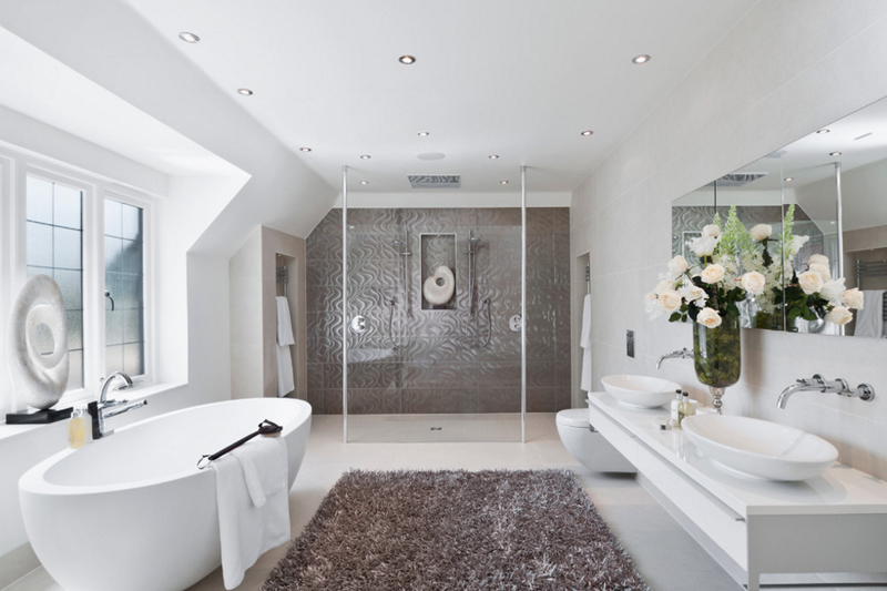 Mẫu phòng tắm màu trắng đẹp đồ nội thất đầy đủ